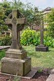 Stenen korsar på kyrkogårdkyrkogården i Bristol Cathedral UK royaltyfri bild