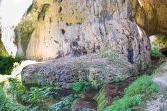 Stenen målar Devetakskoy grottor i Bulgarien Royaltyfria Bilder