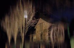 Stenen maler och trävattenhjulet--Gamla Evans Farm, McLean, Virginia Arkivbild