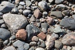 Stenen met een rond gemaakte vorm op de Noordelijke kust royalty-vrije stock afbeelding