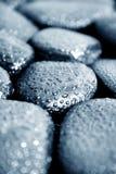 Stenen met waterdrops Stock Afbeelding
