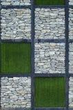 Stenen och det gröna gräset Royaltyfri Bild