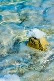 Stenen op de bank van het Dode Overzees Stock Fotografie