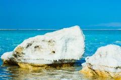 Stenen op de bank van het Dode Overzees Royalty-vrije Stock Afbeeldingen