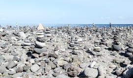 Stenen op een strand stock afbeeldingen