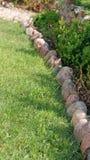 Stenen op Gras Stock Afbeeldingen
