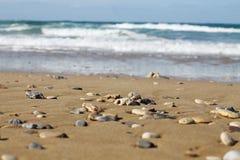 Stenen op het strand royalty-vrije stock afbeelding