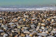Stenen op het zand stock afbeeldingen