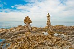 Stenen op zeekust royalty-vrije stock afbeeldingen