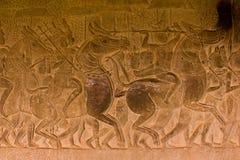 Stenen sned på väggen av Angkor Wat Royaltyfria Bilder