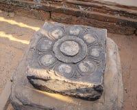 Stenen sned som en lotusblommatanke för att vara ett ställe som gör en fertilit arkivfoton