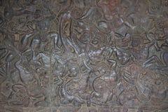 Stenen snider i den Angkor Wat väggen royaltyfri foto