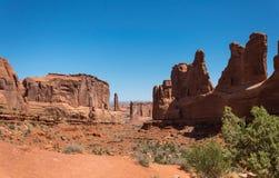 Stenen vaggar i bågarna nationalparken, Utah Ökensydväster USA royaltyfri foto