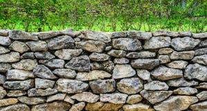 Stenen vaggar ramen Royaltyfria Foton