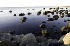 Stenen in water Royalty-vrije Stock Foto's