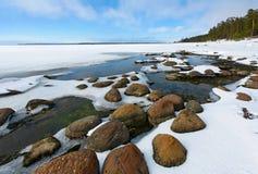 Stenen, water, sneeuw Stock Afbeelding