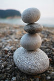 Stenenstapel dichtbij het overzees Royalty-vrije Stock Foto's