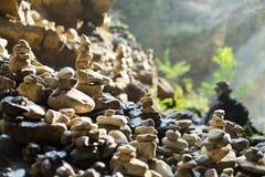 Stenenstapel in evenwicht Stock Foto