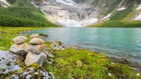 Stenenstapel op meerkust, Noorwegen Royalty-vrije Stock Afbeelding