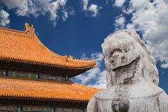 Stenförmyndaren Lion Statue i Beihai parkerar -- Peking Kina Arkivbild