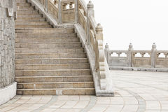 Stengångbana runt om stora buddha Hong Kong Arkivbild