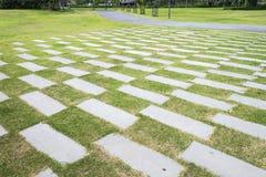 Stengångbanamodell på ett gräsfält i perspektivsikt i ci Fotografering för Bildbyråer