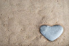 Stenhjärta i Sand arkivbild