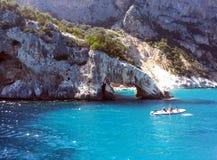 Stenig båge i havet av Sardinia Fotografering för Bildbyråer