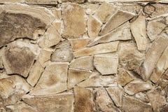 Stenig bakgrund, stenvägg av grått brutet kritiserar bakgrund clo Arkivfoto