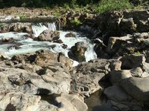 Stenig flod Arkivfoton