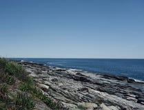 Stenig havkustfara, uttålighet, styrka arkivfoton