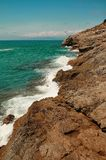 Stenig havskust av det Balearic havet i Spanien Royaltyfri Foto