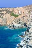 Stenig havskust på Kretaön, Grekland Royaltyfri Foto