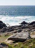 Stenig kust Arkivfoto