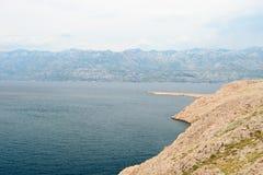 Stenig kust av ön Pag i sommaren Royaltyfria Foton