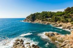 Stenig kust av Costa Brava Arkivbild