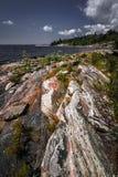 Stenig kust av den georgiska fjärden Arkivbild