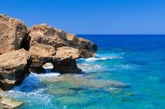 Stenig kust av havet Royaltyfria Bilder