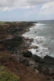Stenig kust av Hawaii från ovanför shorelinen i Hawaii Royaltyfri Fotografi