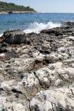 Stenig kust av Kroatien Arkivbild