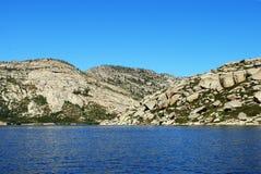 stenig kust för 2 lake Royaltyfria Foton