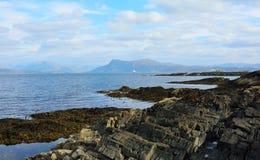 Stenig kust för Skotska högländerna Arkivfoton