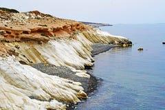 Stenig kust i Cypern royaltyfria foton
