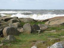 stenig kust- liggande arkivbilder