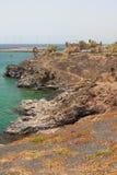 Stenig kust nära fästning av San Jose Arrecife Lanzarote, Spanien fotografering för bildbyråer