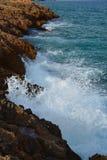 Stenig kust och hav Royaltyfri Fotografi
