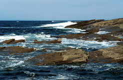 Stenig kust på Atlanticet Ocean Royaltyfri Bild