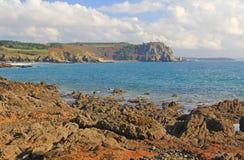 Stenig kust på Atlanticet Ocean, Frankrike Royaltyfri Fotografi
