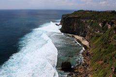 stenig kust Uluwatu Bali ö Royaltyfria Foton