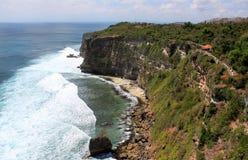 stenig kust Uluwatu Bali ö Arkivbild